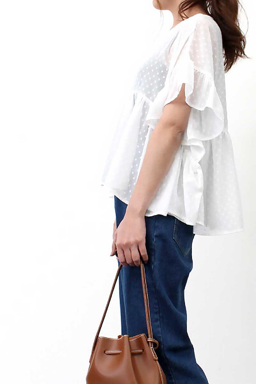 DobbyClothRuffleBlouseドビー生地・フリルブラウス大人カジュアルに最適な海外ファッションのothers(その他インポートアイテム)のトップスやシャツ・ブラウス。総柄で落ち着きのある透け感が可愛らしい、ドビー生地のフリルブラウス。様々なインナーで合わせられる夏らしい爽やかなブラウスです。/main-24