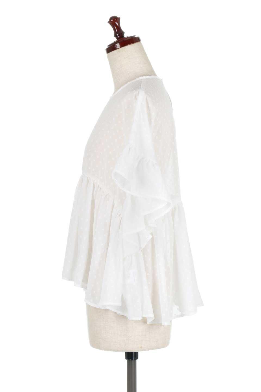 DobbyClothRuffleBlouseドビー生地・フリルブラウス大人カジュアルに最適な海外ファッションのothers(その他インポートアイテム)のトップスやシャツ・ブラウス。総柄で落ち着きのある透け感が可愛らしい、ドビー生地のフリルブラウス。様々なインナーで合わせられる夏らしい爽やかなブラウスです。/main-7