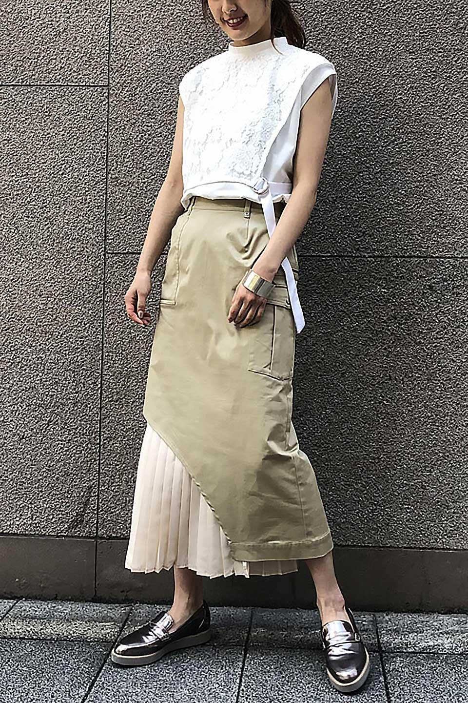 AsymmetricalPleatedCargoSkirtプリーツ&カーゴポケット・アシメントリースカート大人カジュアルに最適な海外ファッションのothers(その他インポートアイテム)のボトムやスカート。ミリタリーテイストをアレンジしたアシメントリーなデザインのロングスカート。ミリタリーやワーク風のハードな雰囲気と、膝下から伸びる丸みを帯びたカットから覗くフェミニンなプリーツの甘辛コンビネーション。/main-21