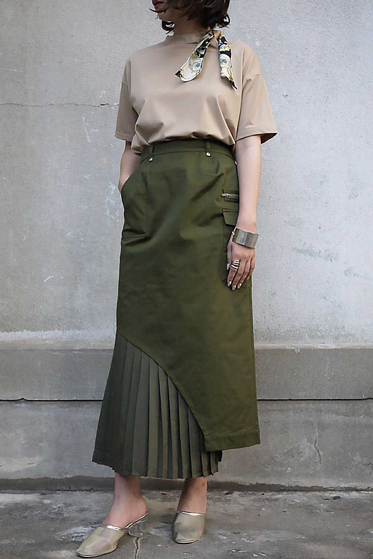 AsymmetricalPleatedCargoSkirtプリーツ&カーゴポケット・アシメントリースカート大人カジュアルに最適な海外ファッションのothers(その他インポートアイテム)のボトムやスカート。ミリタリーテイストをアレンジしたアシメントリーなデザインのロングスカート。ミリタリーやワーク風のハードな雰囲気と、膝下から伸びる丸みを帯びたカットから覗くフェミニンなプリーツの甘辛コンビネーション。/main-23
