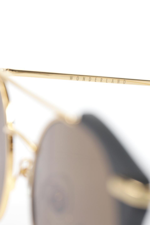 WONDERLANDのRIALTO(01-MattBlack&Gold/BronzePolarizedLens)リアルト・メタルフレーム・サングラス/WONDERLANDのメガネ・サングラスや。丸型レンズで人気のIndioよりヴィンテージかつエレガントにアップデートされたモデル。両サイドの「ヨロイ」と呼ばれる箇所に装飾を施しているため、着用時には単なる丸型レンズとは違った印象になります。/main-10