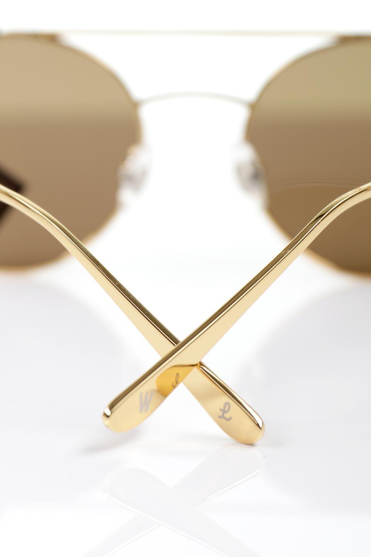 WONDERLANDのRIALTO(01-MattBlack&Gold/BronzePolarizedLens)リアルト・メタルフレーム・サングラス/WONDERLANDのメガネ・サングラスや。丸型レンズで人気のIndioよりヴィンテージかつエレガントにアップデートされたモデル。両サイドの「ヨロイ」と呼ばれる箇所に装飾を施しているため、着用時には単なる丸型レンズとは違った印象になります。/main-13