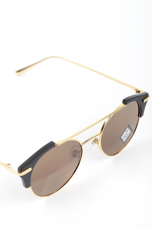 WONDERLANDのRIALTO(01-MattBlack&Gold/BronzePolarizedLens)リアルト・メタルフレーム・サングラス/WONDERLANDのメガネ・サングラスや。丸型レンズで人気のIndioよりヴィンテージかつエレガントにアップデートされたモデル。両サイドの「ヨロイ」と呼ばれる箇所に装飾を施しているため、着用時には単なる丸型レンズとは違った印象になります。/main-15