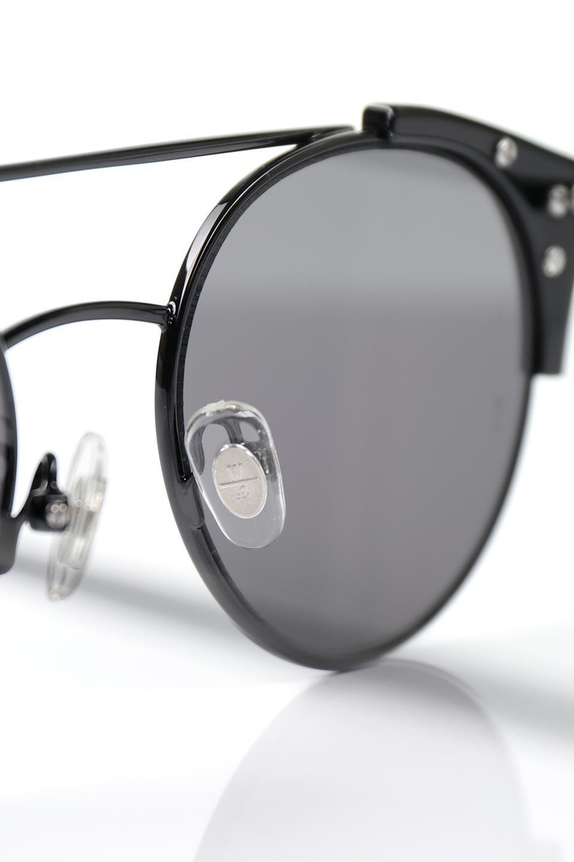 WONDERLANDのRIALTO(02-GlossBlack/GrayLens)リアルト・メタルフレーム・サングラス/WONDERLANDのメガネ・サングラスや。丸型レンズで人気のIndioよりヴィンテージかつエレガントにアップデートされたモデル。両サイドの「ヨロイ」と呼ばれる箇所に装飾を施しているため、着用時には単なる丸型レンズとは違った印象になります。/main-10