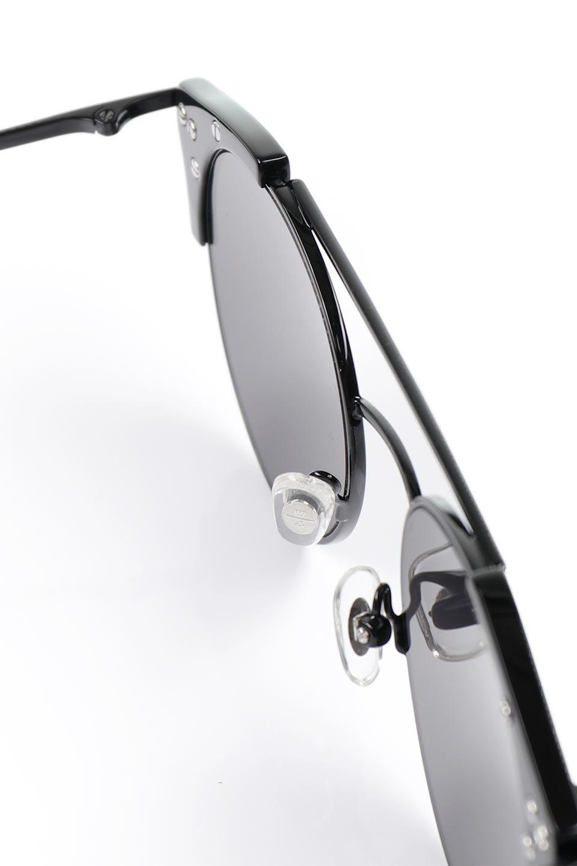 WONDERLANDのRIALTO(02-GlossBlack/GrayLens)リアルト・メタルフレーム・サングラス/WONDERLANDのメガネ・サングラスや。丸型レンズで人気のIndioよりヴィンテージかつエレガントにアップデートされたモデル。両サイドの「ヨロイ」と呼ばれる箇所に装飾を施しているため、着用時には単なる丸型レンズとは違った印象になります。/main-15