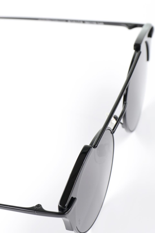 WONDERLANDのRIALTO(02-GlossBlack/GrayLens)リアルト・メタルフレーム・サングラス/WONDERLANDのメガネ・サングラスや。丸型レンズで人気のIndioよりヴィンテージかつエレガントにアップデートされたモデル。両サイドの「ヨロイ」と呼ばれる箇所に装飾を施しているため、着用時には単なる丸型レンズとは違った印象になります。/main-16