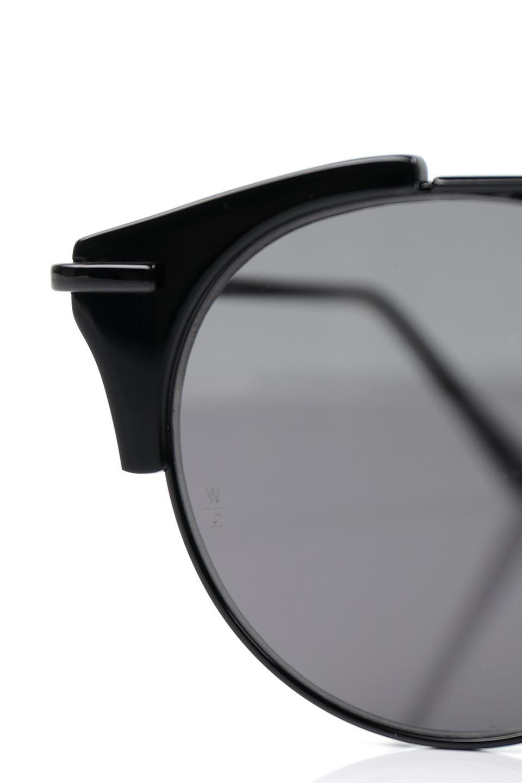 WONDERLANDのRIALTO(02-GlossBlack/GrayLens)リアルト・メタルフレーム・サングラス/WONDERLANDのメガネ・サングラスや。丸型レンズで人気のIndioよりヴィンテージかつエレガントにアップデートされたモデル。両サイドの「ヨロイ」と呼ばれる箇所に装飾を施しているため、着用時には単なる丸型レンズとは違った印象になります。/main-5