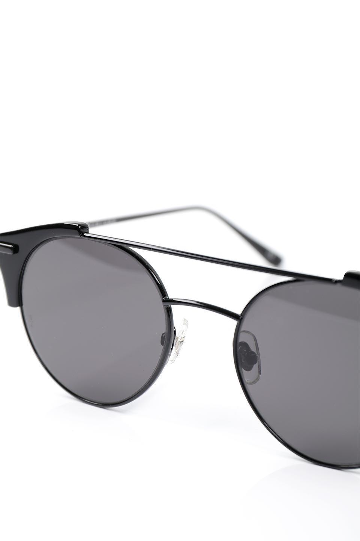 WONDERLANDのRIALTO(02-GlossBlack/GrayLens)リアルト・メタルフレーム・サングラス/WONDERLANDのメガネ・サングラスや。丸型レンズで人気のIndioよりヴィンテージかつエレガントにアップデートされたモデル。両サイドの「ヨロイ」と呼ばれる箇所に装飾を施しているため、着用時には単なる丸型レンズとは違った印象になります。/main-6