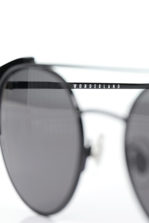 WONDERLANDのRIALTO(02-GlossBlack/GrayLens)リアルト・メタルフレーム・サングラス/WONDERLANDのメガネ・サングラスや。丸型レンズで人気のIndioよりヴィンテージかつエレガントにアップデートされたモデル。両サイドの「ヨロイ」と呼ばれる箇所に装飾を施しているため、着用時には単なる丸型レンズとは違った印象になります。/main-9