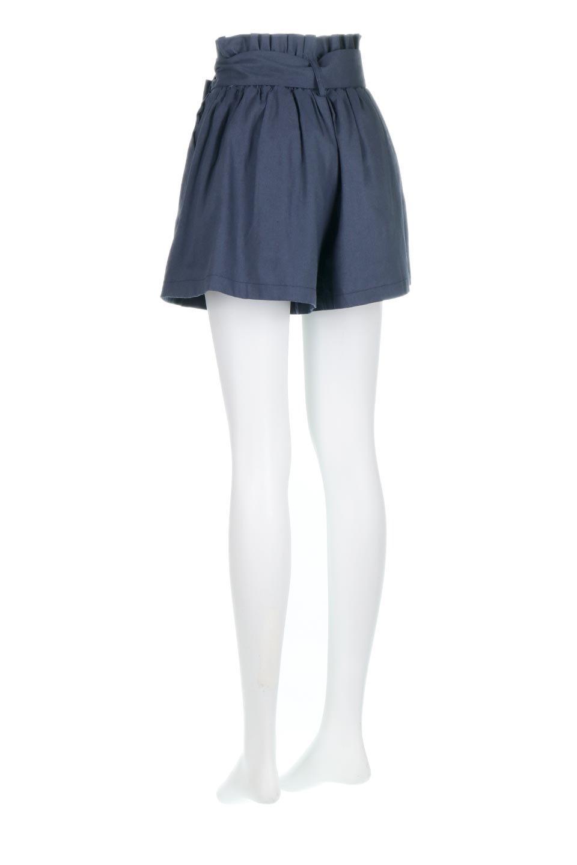 WaistRibbonTuckedShortPantsウエストリボン・タック入りショーツ大人カジュアルに最適な海外ファッションのothers(その他インポートアイテム)のボトムやパンツ。ウエストのリボンがアクセントのタック入りショートパンツ。張りのあるコットン素材なので綺麗なシルエットのままコーデが楽しめます。/main-13