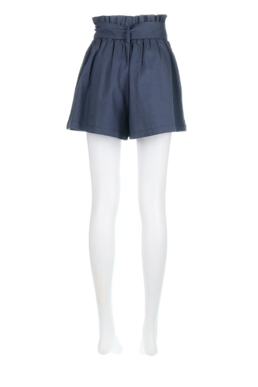 WaistRibbonTuckedShortPantsウエストリボン・タック入りショーツ大人カジュアルに最適な海外ファッションのothers(その他インポートアイテム)のボトムやパンツ。ウエストのリボンがアクセントのタック入りショートパンツ。張りのあるコットン素材なので綺麗なシルエットのままコーデが楽しめます。/main-14