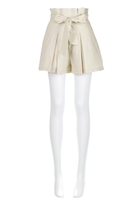 WaistRibbonTuckedShortPantsウエストリボン・タック入りショーツ大人カジュアルに最適な海外ファッションのothers(その他インポートアイテム)のボトムやパンツ。ウエストのリボンがアクセントのタック入りショートパンツ。張りのあるコットン素材なので綺麗なシルエットのままコーデが楽しめます。/main-5
