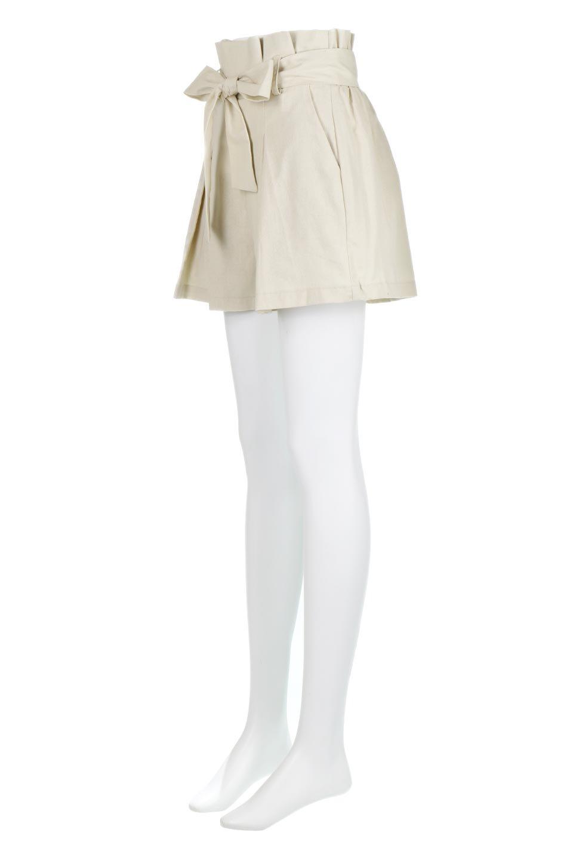 WaistRibbonTuckedShortPantsウエストリボン・タック入りショーツ大人カジュアルに最適な海外ファッションのothers(その他インポートアイテム)のボトムやパンツ。ウエストのリボンがアクセントのタック入りショートパンツ。張りのあるコットン素材なので綺麗なシルエットのままコーデが楽しめます。/main-6