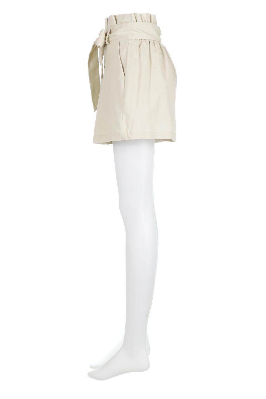 WaistRibbonTuckedShortPantsウエストリボン・タック入りショーツ大人カジュアルに最適な海外ファッションのothers(その他インポートアイテム)のボトムやパンツ。ウエストのリボンがアクセントのタック入りショートパンツ。張りのあるコットン素材なので綺麗なシルエットのままコーデが楽しめます。/main-7