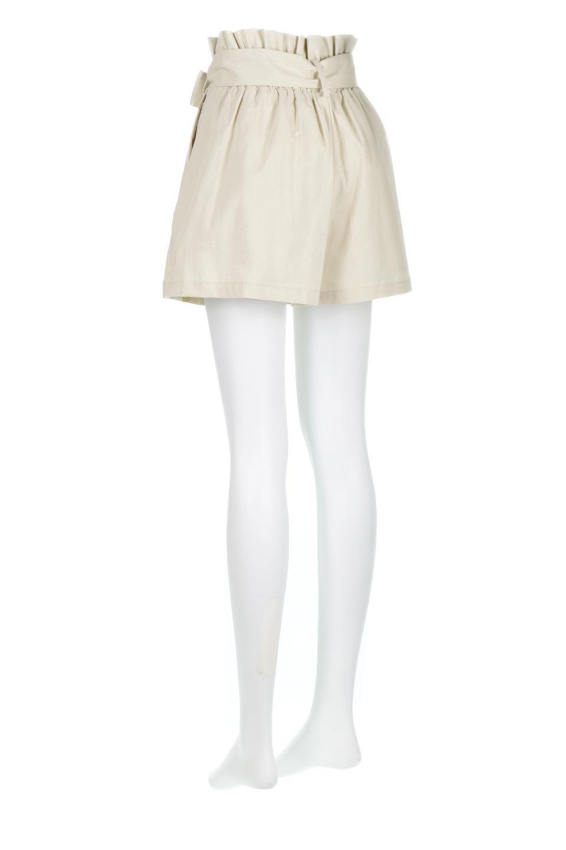 WaistRibbonTuckedShortPantsウエストリボン・タック入りショーツ大人カジュアルに最適な海外ファッションのothers(その他インポートアイテム)のボトムやパンツ。ウエストのリボンがアクセントのタック入りショートパンツ。張りのあるコットン素材なので綺麗なシルエットのままコーデが楽しめます。/main-8