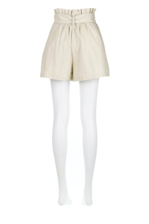 WaistRibbonTuckedShortPantsウエストリボン・タック入りショーツ大人カジュアルに最適な海外ファッションのothers(その他インポートアイテム)のボトムやパンツ。ウエストのリボンがアクセントのタック入りショートパンツ。張りのあるコットン素材なので綺麗なシルエットのままコーデが楽しめます。/main-9