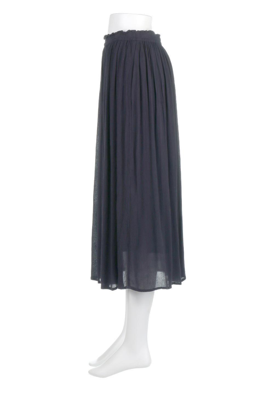 ShinyGatheredMidiSkirtクレープレーヨン・ギャザースカート大人カジュアルに最適な海外ファッションのothers(その他インポートアイテム)のボトムやスカート。レーヨン混で薄くてなめらかな肌触り、微光沢のある生地感のスカート。クレープのような薄い生地がふんわり空気感のあるボリュームを演出します。/main-12