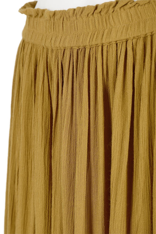 ShinyGatheredMidiSkirtクレープレーヨン・ギャザースカート大人カジュアルに最適な海外ファッションのothers(その他インポートアイテム)のボトムやスカート。レーヨン混で薄くてなめらかな肌触り、微光沢のある生地感のスカート。クレープのような薄い生地がふんわり空気感のあるボリュームを演出します。/main-16