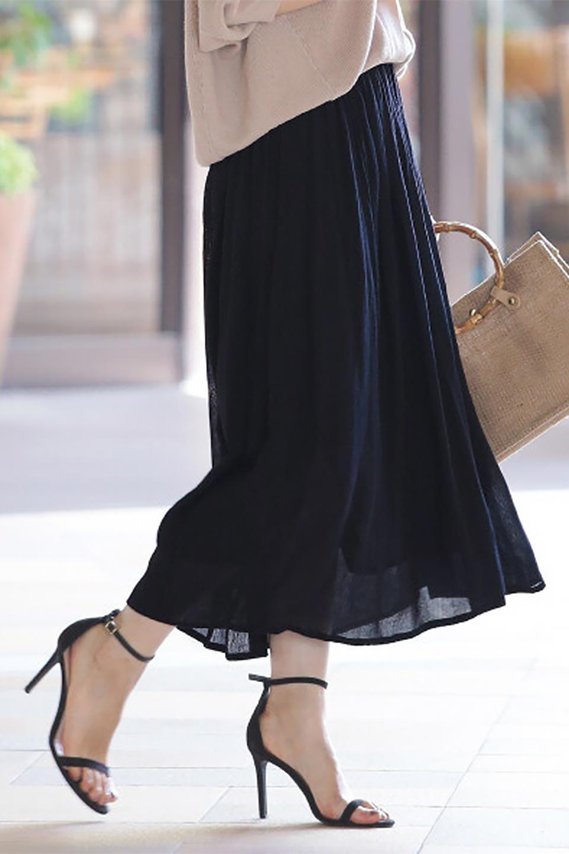ShinyGatheredMidiSkirtクレープレーヨン・ギャザースカート大人カジュアルに最適な海外ファッションのothers(その他インポートアイテム)のボトムやスカート。レーヨン混で薄くてなめらかな肌触り、微光沢のある生地感のスカート。クレープのような薄い生地がふんわり空気感のあるボリュームを演出します。/main-25
