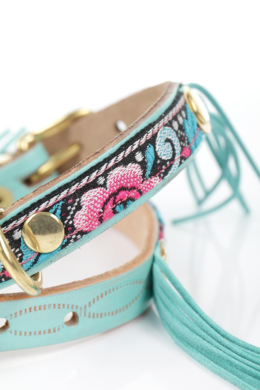 LowlandsCOUTUREのTropicalParty#1トロピカルパーティー#1・本革フリンジドッグカラー/LowlandsCoutureのドッググッズや。綺麗なターコイズブルーのフリンジが可愛い本側ドッグカラー。本体にはジャカード織りの花柄が鮮やかに彩りを添えています。/main-3