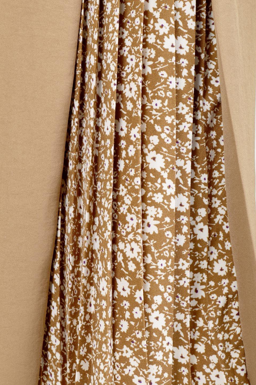 FloralPleatedPanelLongSkirtsプリーツ切り替え・ロングスカート大人カジュアルに最適な海外ファッションのothers(その他インポートアイテム)のボトムやスカート。人気のプリーツ切り替えタイプのロングスカート。チラ見せのプリーツ部分は同色系の小花柄。/main-18