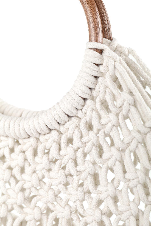 meliebiancoのNatalie(Bone)マクラメ編み・サマーハンドバッグ/海外ファッション好きにオススメのインポートバッグとかばん、MelieBianco(メリービアンコ)のバッグやハンドバッグ。ざっくり感のあるマクラメ編みが涼し気なリングハンドル・ハンドバッグ。リング状の持ち手は天然のバンブー(竹)でナチュラルな雰囲気を楽しめます。/main-6