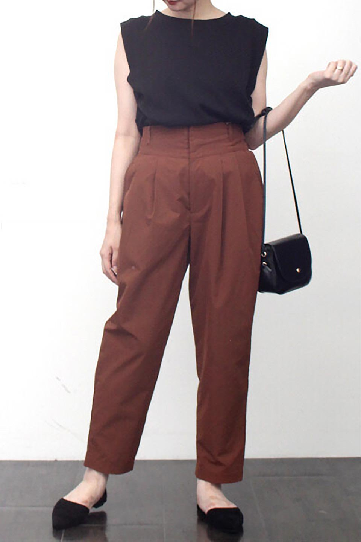 PegtopHighWaistPantペグトップ・ハイウエストパンツ大人カジュアルに最適な海外ファッションのothers(その他インポートアイテム)のボトムやパンツ。ワイドでシャープなペグトップシルエットのパンツ。腰から膝下まではゆとりをもたせたワイドシルエット。/main-22