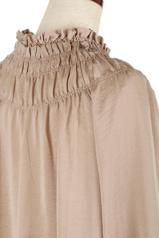 ShirringNeckSatinBlouseビンテージ風サテン・シャーリングブラウス大人カジュアルに最適な海外ファッションのothers(その他インポートアイテム)のトップスやシャツ・ブラウス。シャーリングを施した首周りが可愛いブラウス。渋めの光沢があるビンテージ風サテン生地を使用しています。/main-11