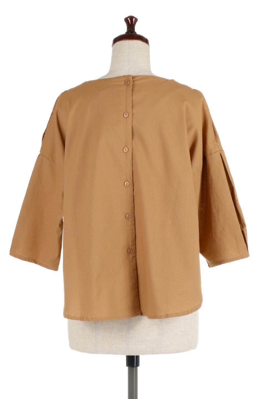 SlitShoulderBlouseスリットショルダー・7分袖ブラウス大人カジュアルに最適な海外ファッションのothers(その他インポートアイテム)のトップスやシャツ・ブラウス。肩のチラ見せがポイントの7分袖ブラウス。スリットとプリーツの袖が可愛い3シーズン活躍するアイテムです。/main-14