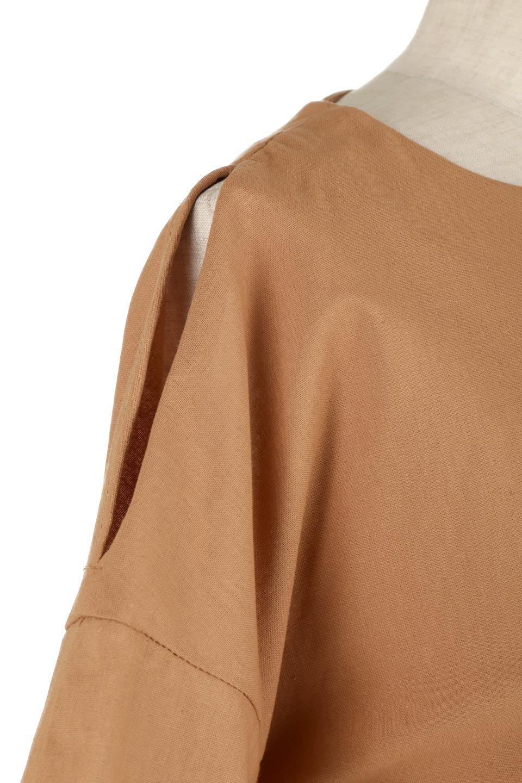 SlitShoulderBlouseスリットショルダー・7分袖ブラウス大人カジュアルに最適な海外ファッションのothers(その他インポートアイテム)のトップスやシャツ・ブラウス。肩のチラ見せがポイントの7分袖ブラウス。スリットとプリーツの袖が可愛い3シーズン活躍するアイテムです。/main-20