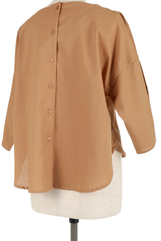 SlitShoulderBlouseスリットショルダー・7分袖ブラウス大人カジュアルに最適な海外ファッションのothers(その他インポートアイテム)のトップスやシャツ・ブラウス。肩のチラ見せがポイントの7分袖ブラウス。スリットとプリーツの袖が可愛い3シーズン活躍するアイテムです。/main-21