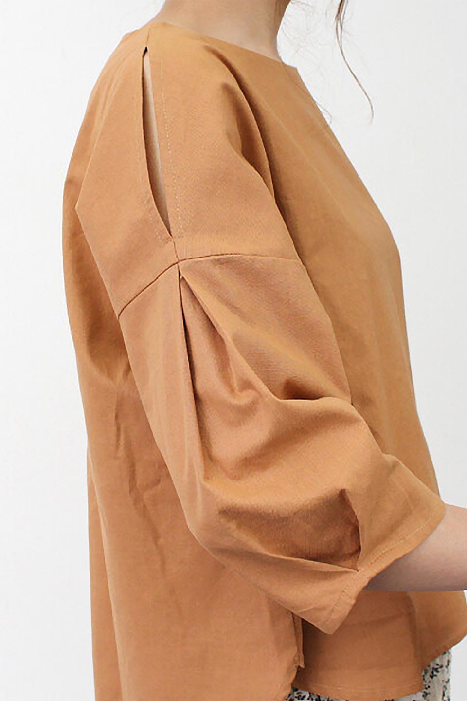 SlitShoulderBlouseスリットショルダー・7分袖ブラウス大人カジュアルに最適な海外ファッションのothers(その他インポートアイテム)のトップスやシャツ・ブラウス。肩のチラ見せがポイントの7分袖ブラウス。スリットとプリーツの袖が可愛い3シーズン活躍するアイテムです。/main-30
