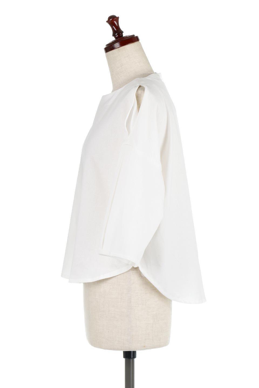 SlitShoulderBlouseスリットショルダー・7分袖ブラウス大人カジュアルに最適な海外ファッションのothers(その他インポートアイテム)のトップスやシャツ・ブラウス。肩のチラ見せがポイントの7分袖ブラウス。スリットとプリーツの袖が可愛い3シーズン活躍するアイテムです。/main-7