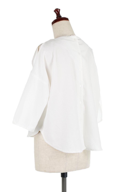 SlitShoulderBlouseスリットショルダー・7分袖ブラウス大人カジュアルに最適な海外ファッションのothers(その他インポートアイテム)のトップスやシャツ・ブラウス。肩のチラ見せがポイントの7分袖ブラウス。スリットとプリーツの袖が可愛い3シーズン活躍するアイテムです。/main-8