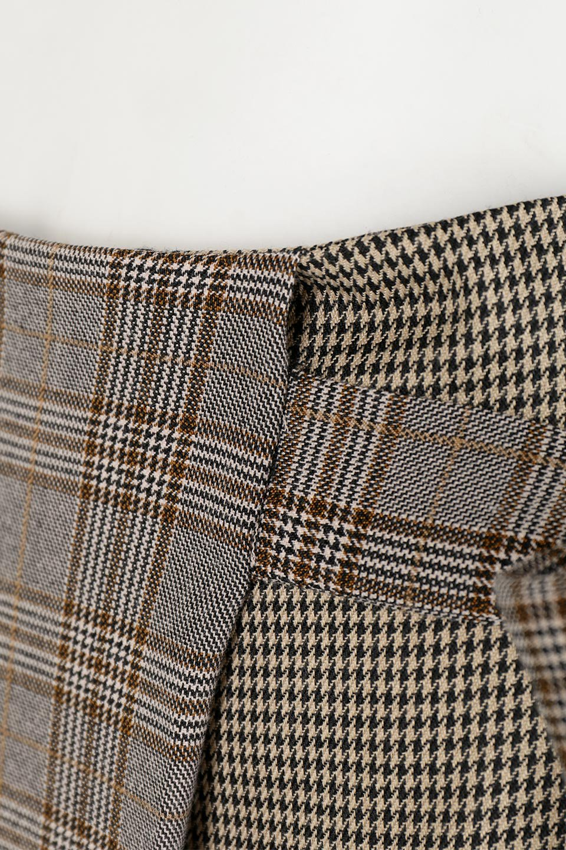 GlenCheckPaneledSkirtグレンチェック・切り替えスカート大人カジュアルに最適な海外ファッションのothers(その他インポートアイテム)のボトムやスカート。グレンチェックの切り替えが可愛いミディ丈スカート。2種類のチェックのコンビネーションで秋冬のコーディネートを楽しくしてくれます。/main-15