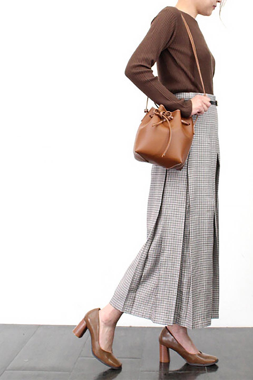 DeepPleatedWidePantsガンクラブチェック・ディーププリーツパンツ大人カジュアルに最適な海外ファッションのothers(その他インポートアイテム)のボトムやパンツ。ガンクラブチェックの柄と深めのプリーツがトラッドな印象のワイドパンツ。裾にかけて広がるデザインで脚長効果もあるアイテムです。/main-18