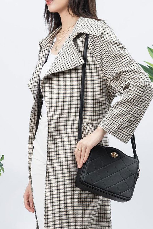 meliebiancoのMiley(Black)キルティングステッチ・ショルダーバッグ/海外ファッション好きにオススメのインポートバッグとかばん、MelieBianco(メリービアンコ)のバッグやハンドバッグ。上品なキルティングステッチが可愛いショルダーバッグ。しっかりとした芯入りのビーガンレザーで型崩れの心配はナシ。/main-14