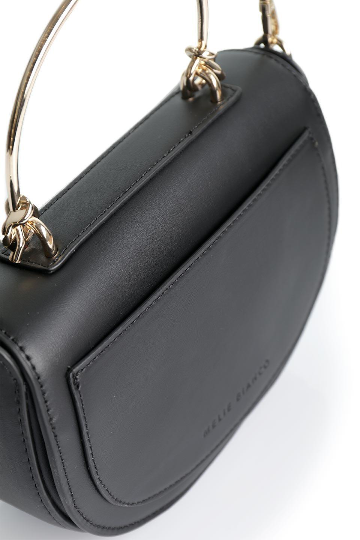 meliebiancoのIsabel(Black)ワンハンドル・2Wayミニバッグ/海外ファッション好きにオススメのインポートバッグとかばん、MelieBianco(メリービアンコ)のバッグやショルダーバッグ。ゴールドのメタルハンドルがアクセントのミニハンドバッグ。丸みを帯びたラウンドタイプはメリービアンコの本国アメリカはもちろんヨーロッパでも人気のシルエット。/main-10