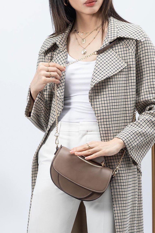 meliebiancoのIsabel(Taupe)ワンハンドル・2Wayミニバッグ/海外ファッション好きにオススメのインポートバッグとかばん、MelieBianco(メリービアンコ)のバッグやショルダーバッグ。ゴールドのメタルハンドルがアクセントのミニハンドバッグ。丸みを帯びたラウンドタイプはメリービアンコの本国アメリカはもちろんヨーロッパでも人気のシルエット。/main-16