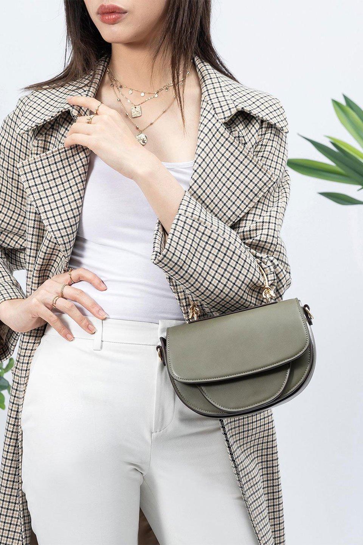 meliebiancoのIsabel(Olive)ワンハンドル・2Wayミニバッグ/海外ファッション好きにオススメのインポートバッグとかばん、MelieBianco(メリービアンコ)のバッグやショルダーバッグ。ゴールドのメタルハンドルがアクセントのミニハンドバッグ。丸みを帯びたラウンドタイプはメリービアンコの本国アメリカはもちろんヨーロッパでも人気のシルエット。/main-16