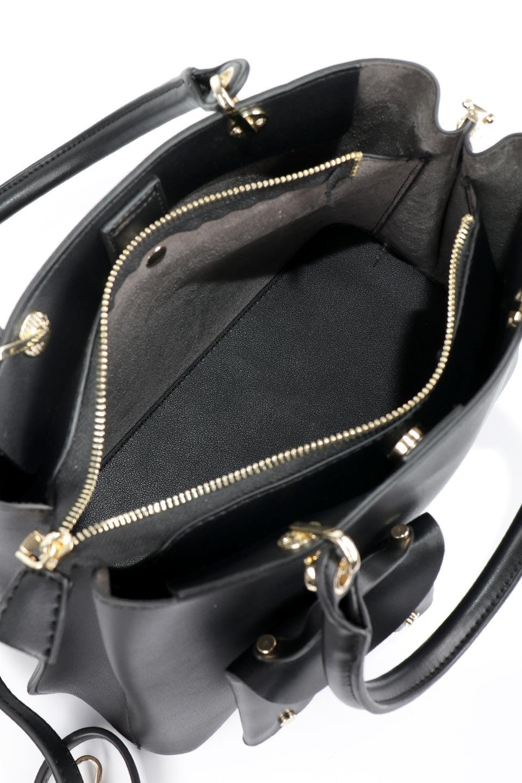 meliebiancoのBridget(Black)コインバッグ付き・ハンドバッグ/海外ファッション好きにオススメのインポートバッグとかばん、MelieBianco(メリービアンコ)のバッグやハンドバッグ。ちょこんとぶら下がったコインポーチが可愛いアクセントのハンドバッグ。センターの荷室とその横の大き目ポケットがとても使いやすそうなハンドバッグです。/main-10