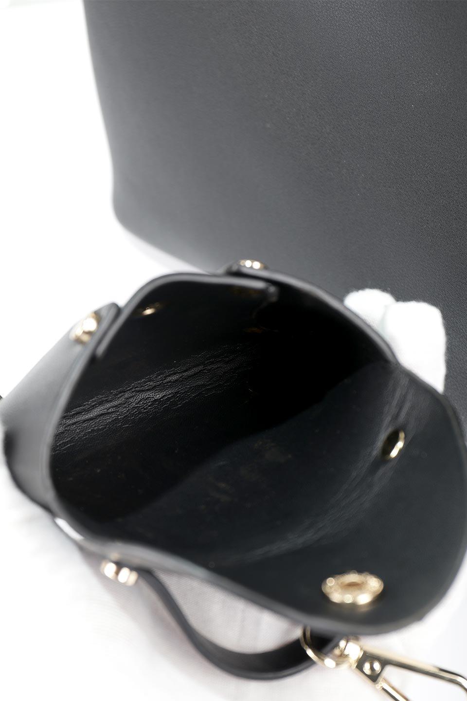 meliebiancoのBridget(Black)コインバッグ付き・ハンドバッグ/海外ファッション好きにオススメのインポートバッグとかばん、MelieBianco(メリービアンコ)のバッグやハンドバッグ。ちょこんとぶら下がったコインポーチが可愛いアクセントのハンドバッグ。センターの荷室とその横の大き目ポケットがとても使いやすそうなハンドバッグです。/main-11