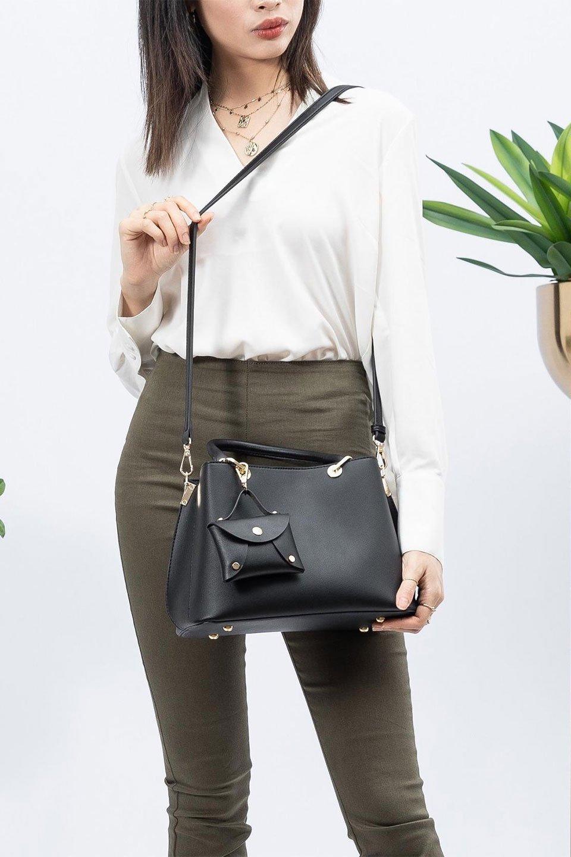 meliebiancoのBridget(Black)コインバッグ付き・ハンドバッグ/海外ファッション好きにオススメのインポートバッグとかばん、MelieBianco(メリービアンコ)のバッグやハンドバッグ。ちょこんとぶら下がったコインポーチが可愛いアクセントのハンドバッグ。センターの荷室とその横の大き目ポケットがとても使いやすそうなハンドバッグです。/main-13