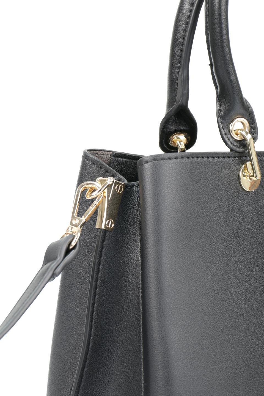 meliebiancoのBridget(Black)コインバッグ付き・ハンドバッグ/海外ファッション好きにオススメのインポートバッグとかばん、MelieBianco(メリービアンコ)のバッグやハンドバッグ。ちょこんとぶら下がったコインポーチが可愛いアクセントのハンドバッグ。センターの荷室とその横の大き目ポケットがとても使いやすそうなハンドバッグです。/main-5