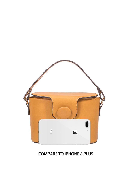 meliebiancoのAdelynn(Mustard)ワンハンドル・ミニハンドバッグ/海外ファッション好きにオススメのインポートバッグとかばん、MelieBianco(メリービアンコ)のバッグやハンドバッグ。meliebianco(メリービアンコ)の2019年秋冬の新作になります。メリービアンコ自慢のビーガンレザーを使用したアニマルフレンドリーなアイテム。/main-6