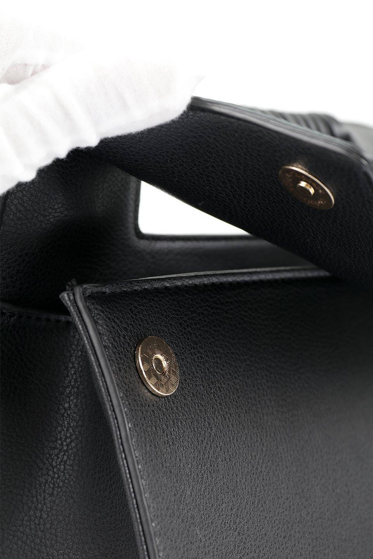 meliebiancoのBlair(Black)ワンハンドル・ハンドバッグ/海外ファッション好きにオススメのインポートバッグとかばん、MelieBianco(メリービアンコ)のバッグやハンドバッグ。スクエアなシルエットがシャープな印象のハンドバッグ。普段使いはもちろん、仕事でもつかえるシンプルデザインです。/main-11