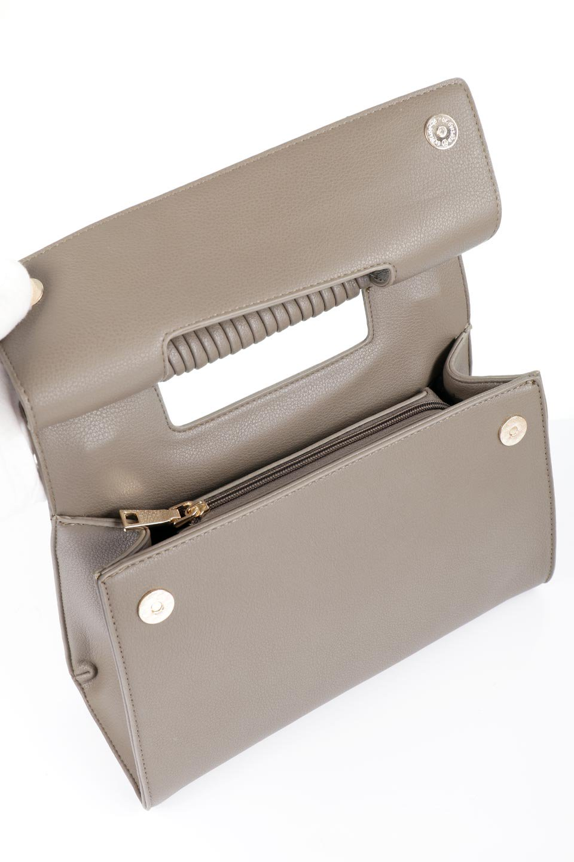 meliebiancoのBlair(Taupe)ワンハンドル・ハンドバッグ/海外ファッション好きにオススメのインポートバッグとかばん、MelieBianco(メリービアンコ)のバッグやハンドバッグ。スクエアなシルエットがシャープな印象のハンドバッグ。普段使いはもちろん、仕事でもつかえるシンプルデザインです。/main-11
