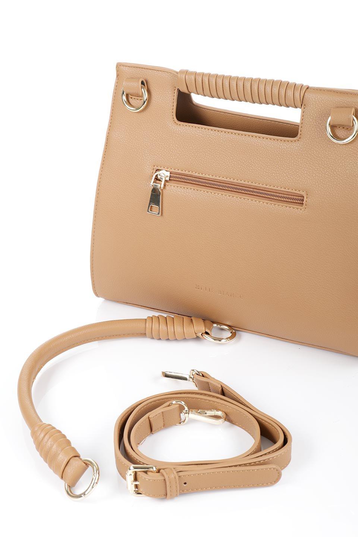 meliebiancoのBlair(Camel)ワンハンドル・ハンドバッグ/海外ファッション好きにオススメのインポートバッグとかばん、MelieBianco(メリービアンコ)のバッグやハンドバッグ。スクエアなシルエットがシャープな印象のハンドバッグ。普段使いはもちろん、仕事でもつかえるシンプルデザインです。/main-10