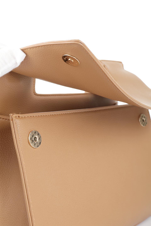 meliebiancoのBlair(Camel)ワンハンドル・ハンドバッグ/海外ファッション好きにオススメのインポートバッグとかばん、MelieBianco(メリービアンコ)のバッグやハンドバッグ。スクエアなシルエットがシャープな印象のハンドバッグ。普段使いはもちろん、仕事でもつかえるシンプルデザインです。/main-12