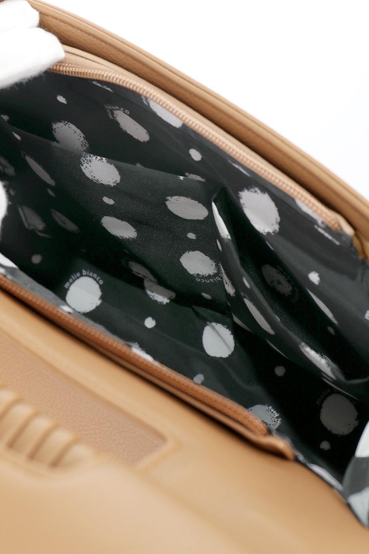 meliebiancoのBlair(Camel)ワンハンドル・ハンドバッグ/海外ファッション好きにオススメのインポートバッグとかばん、MelieBianco(メリービアンコ)のバッグやハンドバッグ。スクエアなシルエットがシャープな印象のハンドバッグ。普段使いはもちろん、仕事でもつかえるシンプルデザインです。/main-15